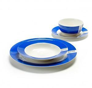 tavola colorata piatti pantone