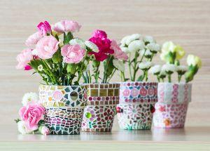 Vasi decorati con mosaico