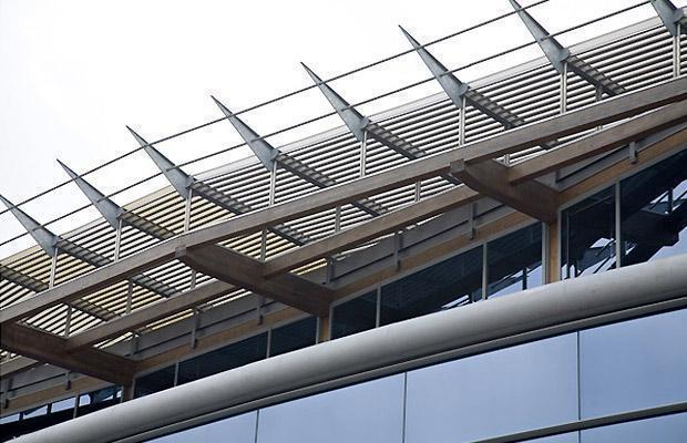 Frangisole su moderna costruzione di Alufiero