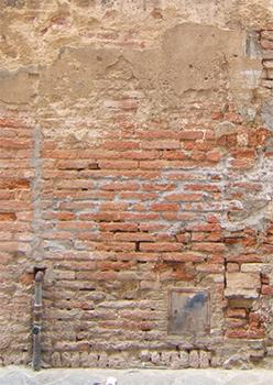 Esempio di paramento murario con evidente degrado dei giunti di malta.