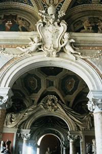 Una volta in stile barocco, decorata con stucchi e affreschi.