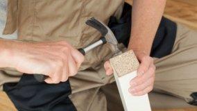 Riparare le spaccature delle gambe dei mobili