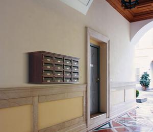 cassetta postale in legno
