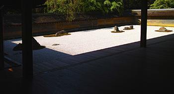 Il giardino del tempio buddista Ryoanji di Kyoto, spesso considerato la massima espressione del Karesanshui.