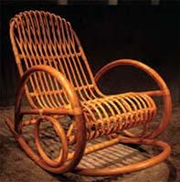 Sedia a dondolo in stile coloniale, dal catalogo dell'Azienda Bambù Design.
