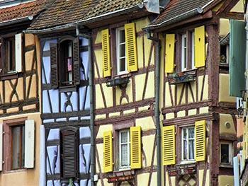 Vecchie case (tuttora abitate) nella città alsaziana di Colmar.