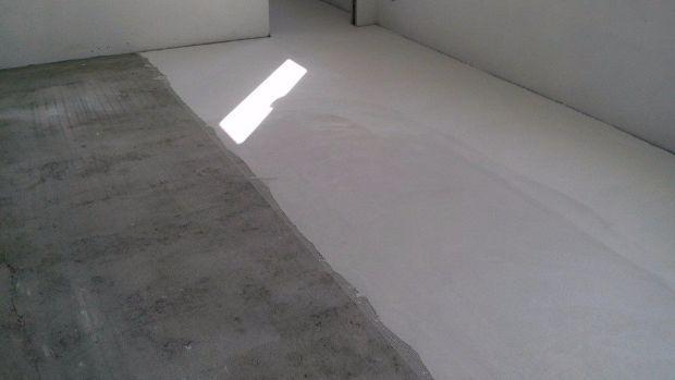 Micro cemento rivestimenti per pavimenti in resina - Posa piastrelle fai da te ...