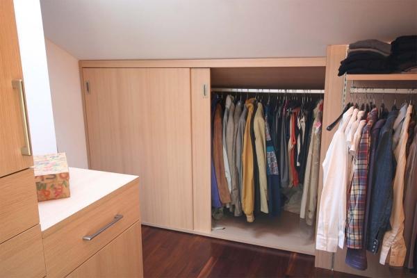 Cabina armadio: particolare dei complementi d'arredo su misura realizzati da Zaccaria Monguzzi