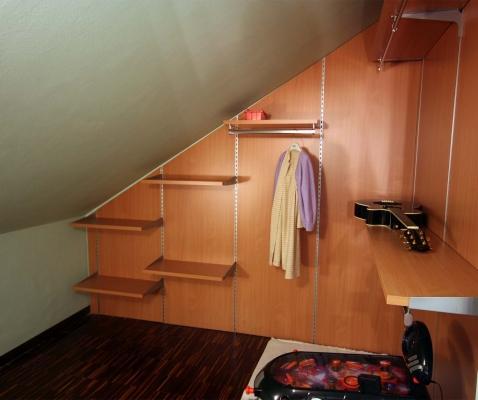 Particolare di cabina armadio realizzata dalla ditta Zaccaria Monguzzi