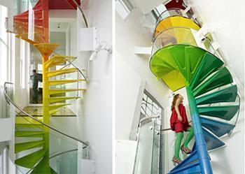 La scala a chiocciola della londinese Raimbow House.