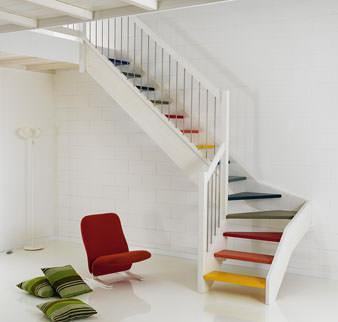 Scala a giorno con gradini colorati, dal catalogo dell'Azienda Novalinea.