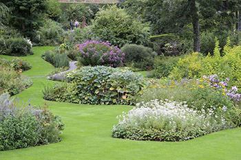 In un giardino all'inglese la natura in apparenza non sembra plasmata dalla mano dell'uomo.