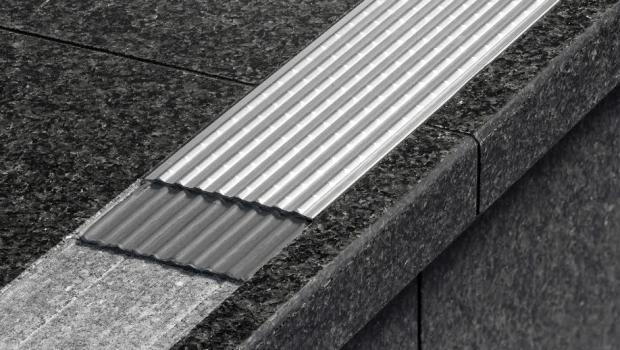 Profilo antiscivolo per scale - Gradini in cemento per esterno ...