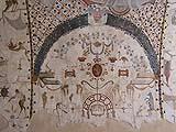 Decorazioni a grottesche della metà del Cinquecento, visibili in una volta del Palazzo dei Priori di Assisi.