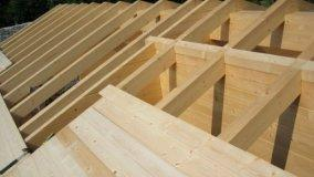 Sopraelevazione con rifacimento della copertura in legno