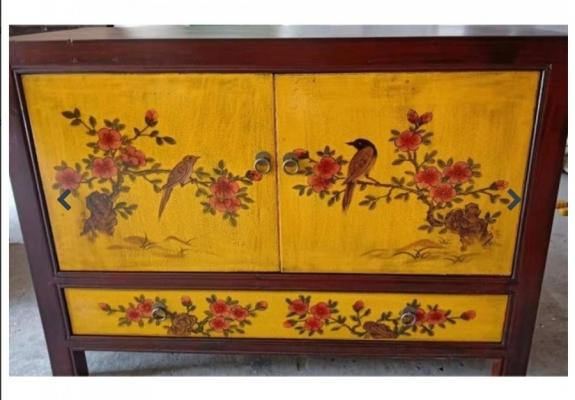 Credenza mongola con dipinti e cassetto base giallo