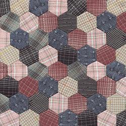 Un copriletto realizzato con il patchwork inglese.