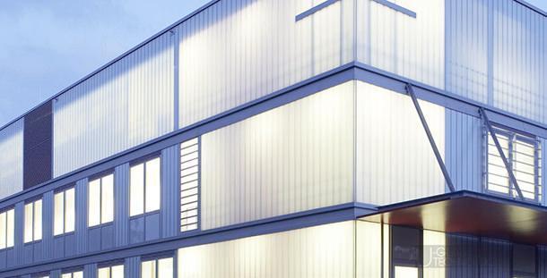 Le splendide architetture luminose create di notte dalle pareti in U-Glass
