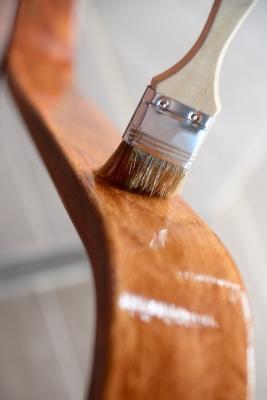 Finitura in gommalacca per mobili in legno