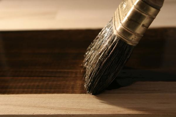 Gommalacca su legno
