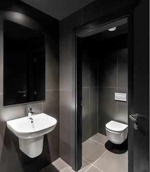 Un ambiente bagno completamente realizzato con i prodotti Neolith
