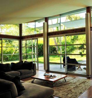 Una superficie vetrata con vetri selettivi