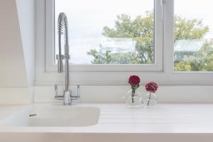 Lavello sottofinestra spunti progettuali - Cucine moderne con finestra sul lavello ...