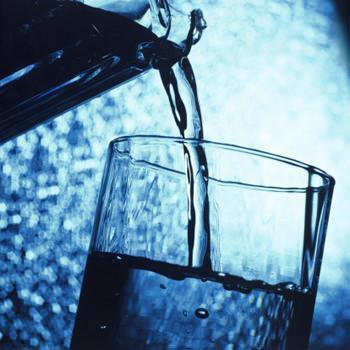 Acqua pura da bere