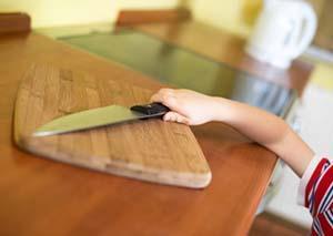 Per la sicurezza del vostro bambino, non lasciare incustoditi oggetti appuntiti e/o taglienti.