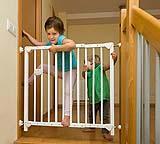 In caso di villette o appartamenti su più livelli, è consigliabile dotare la scala interna di un cancelletto di sicurezza.
