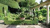 Un giardino all'italiana di piccole dimensioni.