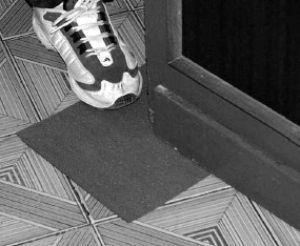 Riparare una porta con carta vetro