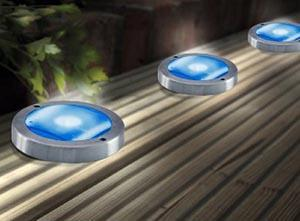 Faretti fotovoltaici da incasso con pannelli fotovoltaici integrati Solar Blue Deck.