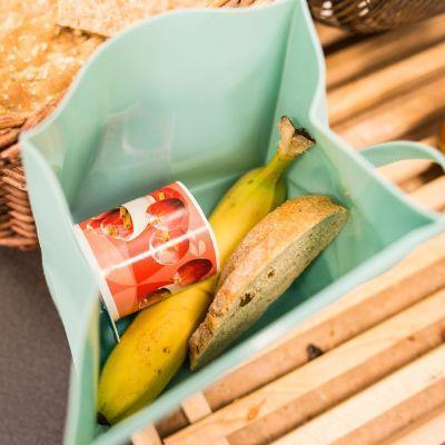 Lunch box per grandi e bambini for Grandi bambini giocano a casa