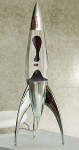 Lampada lavica dalla forma di razzo, dal catalogo dell'Azienda Mathmos.