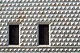 Il bugnato diamantato della facciata del quattrocentesco Palazzo dei Diamanti a Ferrara.