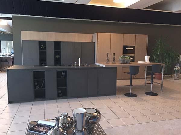 Cucina su misura bicolore di Ingrosso Mobili