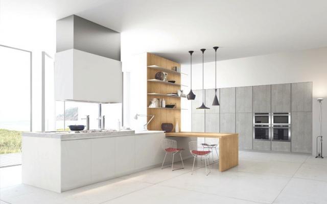 Cucina su misura bianca con legno chiaro