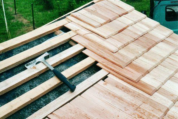 Tetti in scandole di legno - Alzare il tetto di casa ...