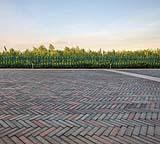 Una pavimentazione esterna in blocchetti di cemento