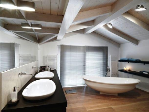 Foto di bagno in mansarda