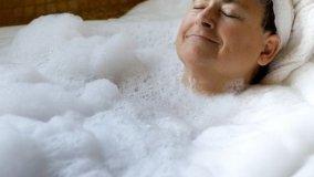 Modifiche alla vasca da bagno per facilitare l'igiene personale degli anziani