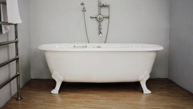Riparazione Vasca Da Bagno Vetroresina : Come risistemare lo smalto della vasca da bagno