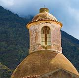 Per il restauro delle tipiche cupole siciliane sono particolarmente indicati gli intonaci colorati in pasta.