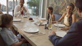 Tavolo fisso e tavolo allungabile: guida alla scelta