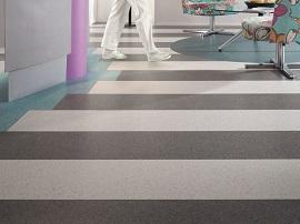 pavimento modulare con incastro a secco di TARKETT
