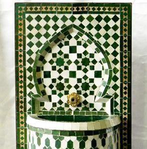 Fontanella da giardino, dal catalogo dell'Azienda Decoratiòn Alcazaba.
