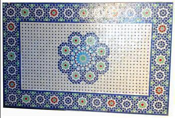 Un mosaico arabo di realizzazione recente.