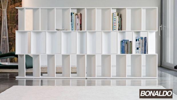 Arredare e suddividere gli spazi con le librerie passanti