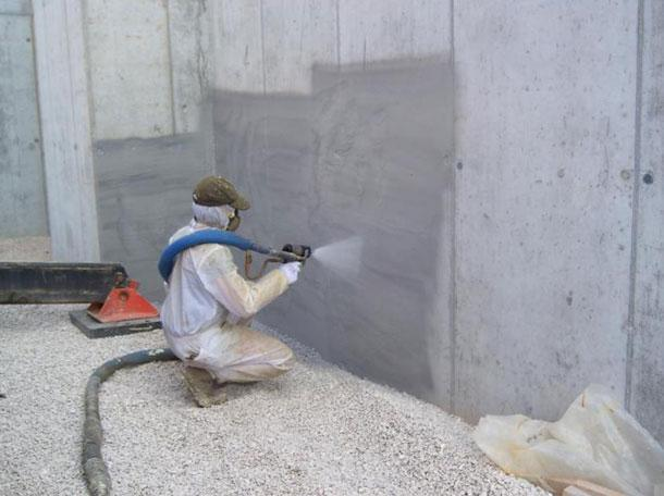 Faena Edilizia: poliuretano a spruzzo su pareti